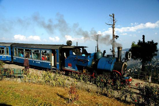 Νταρτζίλινγκ, Ινδία: Darjeeling Toy Train - U N Heritage Railway