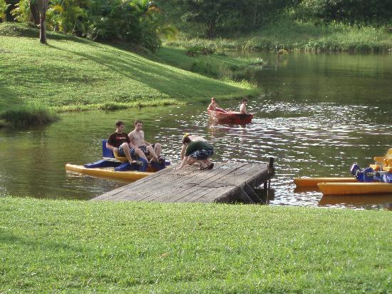 Hotel Hacienda Sueno Azul: Pedal boats on the hotel's own lagoon.