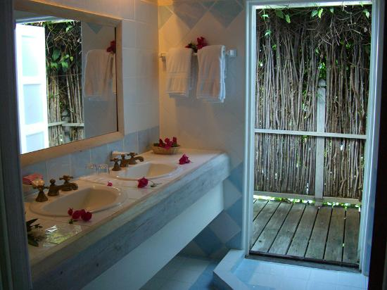 Cocobay Resort : Our bathroom
