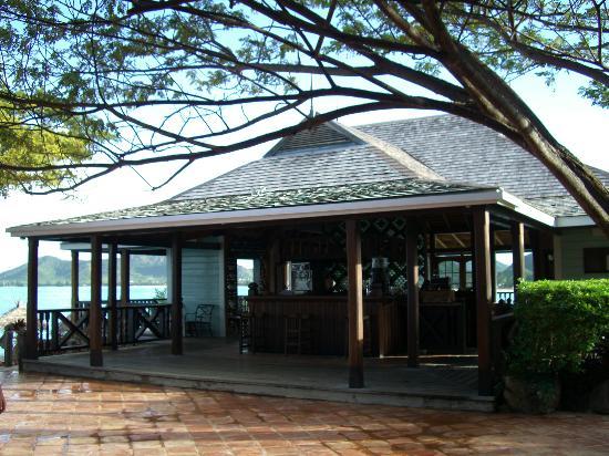 Cocobay Resort : The Bar