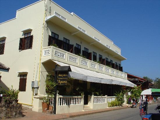 The Apsara: Hotel Exterior with hardly any traffic on the road