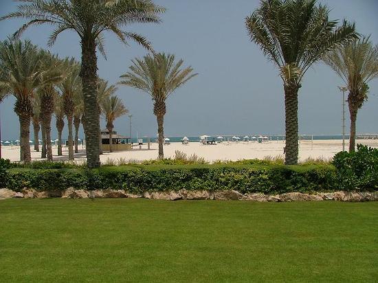 Le Royal Meridien Beach Resort & Spa: Garden towards beach 2004