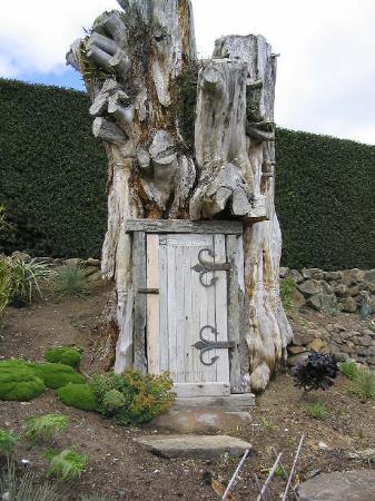 Larnach Castle & Gardens : hobit house?!