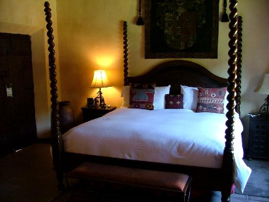 Hacienda De Los Santos: Our junior suite bed area