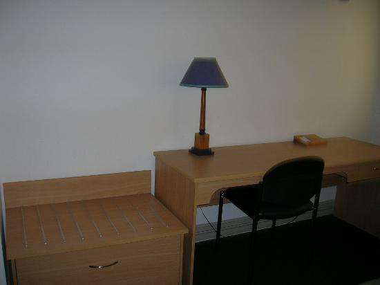 Best Western President Hotel Auckland: The desk