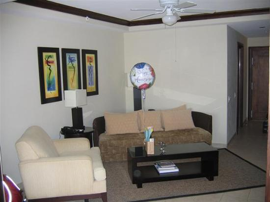 Bucuti & Tara Beach Resort Aruba: Living Room in Bucuti Tara Suites