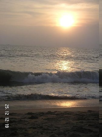 Kannur Beach House: Sunset over the Arabian sea