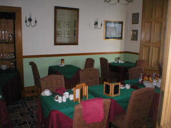 Lauderville Guest House: Dining Room