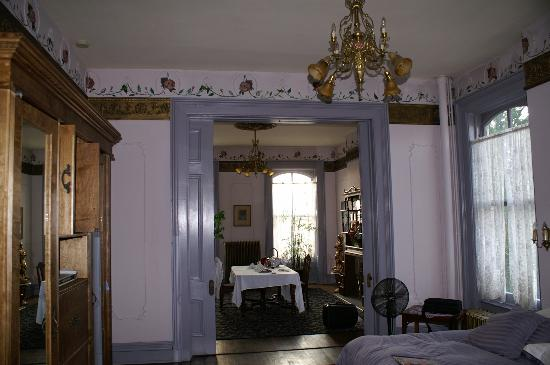 Lemp Mansion Restaurant & Inn: The Lavendar Suite