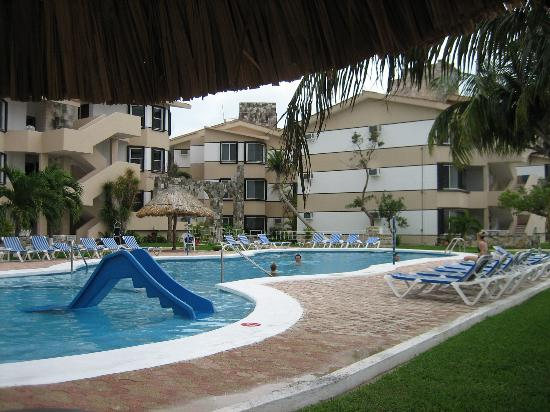 Coral Mar : the pool