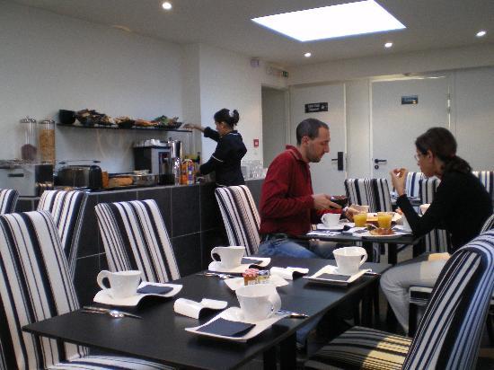 Hotel Standard Design: Buffet de desayuno