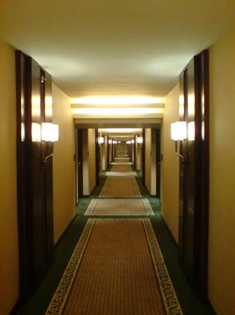 The Peninsula Manila: Hall way of the newly renovated wing