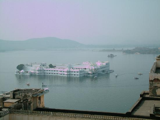 Taj Lake Palace Udaipur: View of Hotel From City Palace Walls