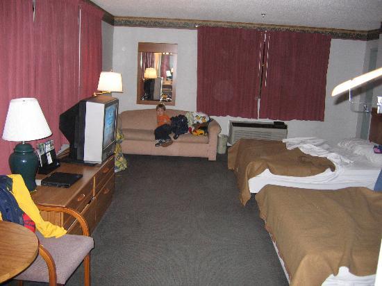 Super Value Inn: Second room (much better)