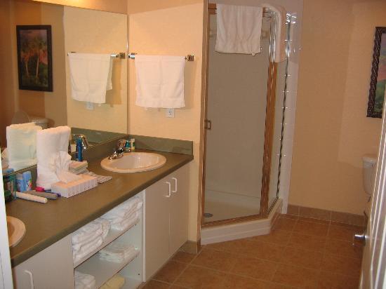 Vacation Village at Parkway: Big bathroom