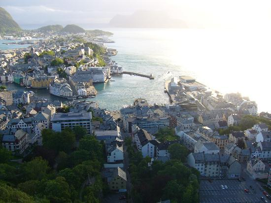 In Between of Alesund