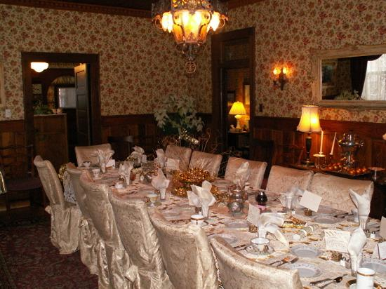 Calumet and Arizona Guest House: The Dining Room