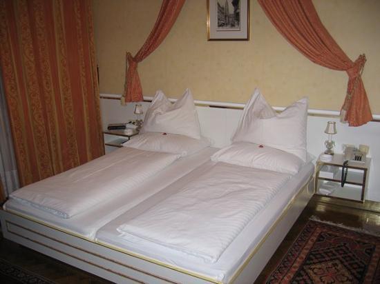 Hotel Zur Wiener Staatsoper : our room
