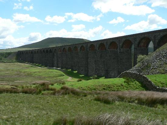 Ingleborough: Ribblehead viaduct