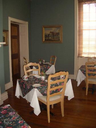 The Inn at Vaucluse Spring: Dining Room 2