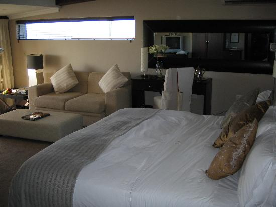 O on Kloof Boutique Hotel & Spa : huge bed