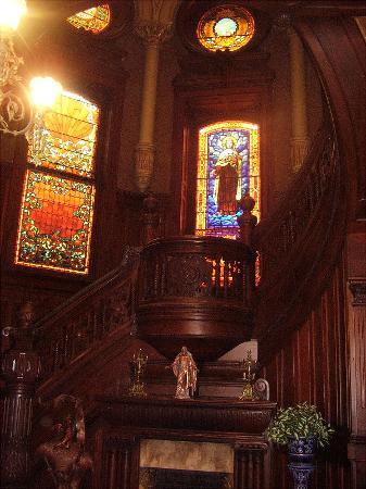 Bishop's Palace : Magnificent staircase