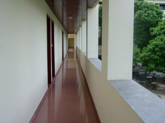 Army Guest House: Shiny floors!