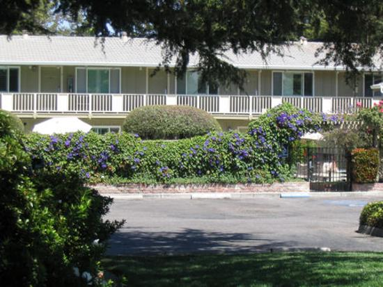 Country Inn Garden Side