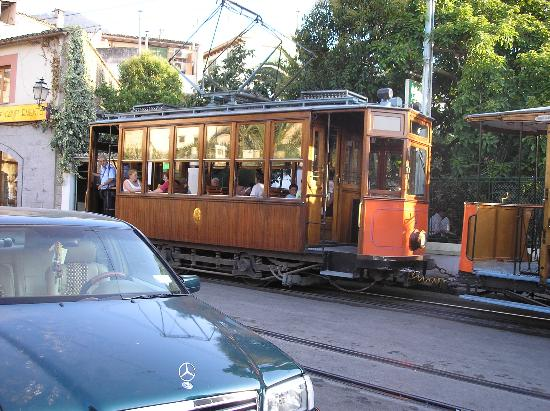 Es Port Hotel: tram ride