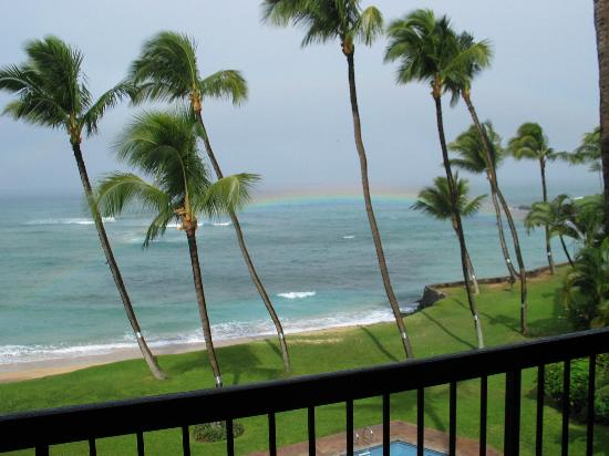 Hale Mahina Beach Resort: Wind, Rain, Rainbow