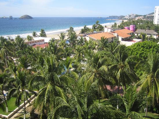 Park Royal Ixtapa: another ocean front view