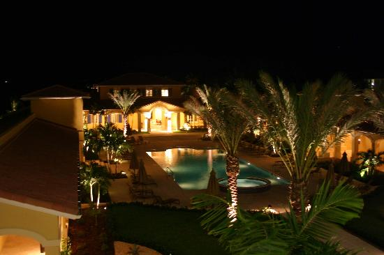 The Tuscany : the courtyard at night