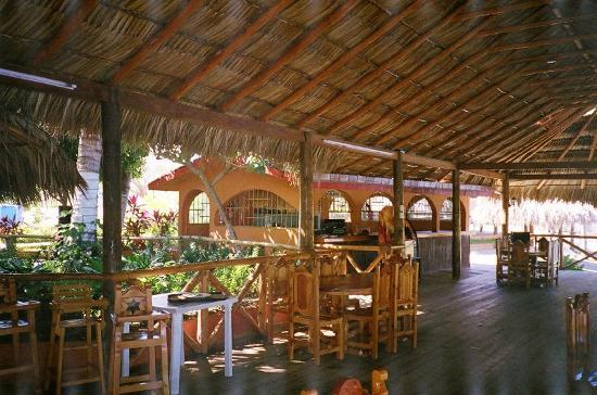 Laguna de Tres Palos: Palapa restaurant