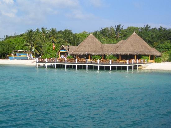 Lhohifushi Island: View approaching Island from jetty