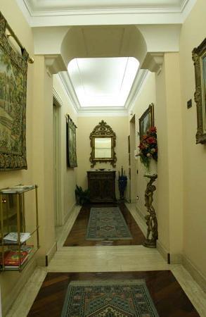 A San Pietro da Susy Guest House: Main corridor