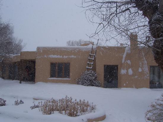 Taos Country Inn: exterior of inn