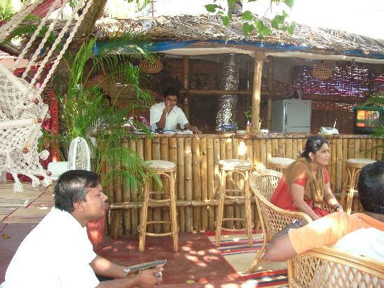Villa Tivai: The garden bar area