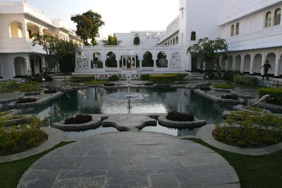 Taj Lake Palace Udaipur: courtyard