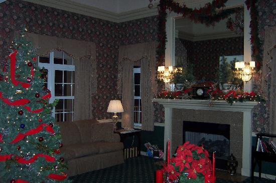 Best Western Plus Lawnfield Inn & Suites: Christmas decorations