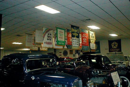 Ocala, Flórida: Dealer Banners/Antique Auto Museum