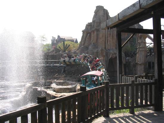 Happy Valley Shenzhen : Mine Train Roller Coaster