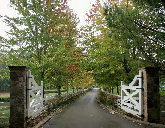 Blackberry Farm: entrance gates