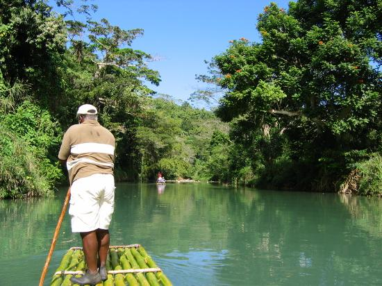 Freedom Villa: Bamboo raft ride on the Great River