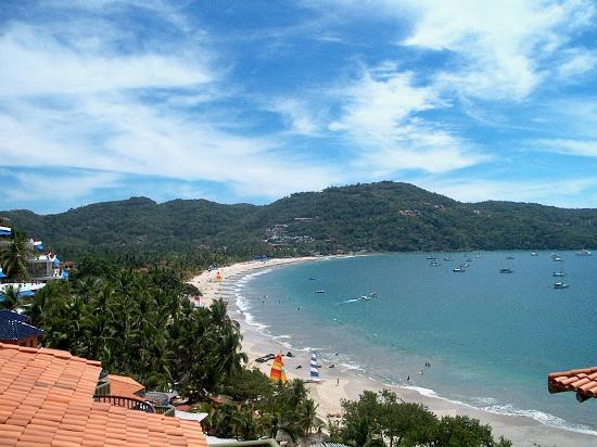 Zihuatanejo, Mexico: La Ropa beach from the Intrawest