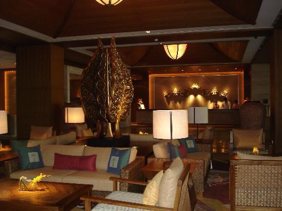 Shangri-La's Rasa Sayang Resort & Spa: garden wing lobby