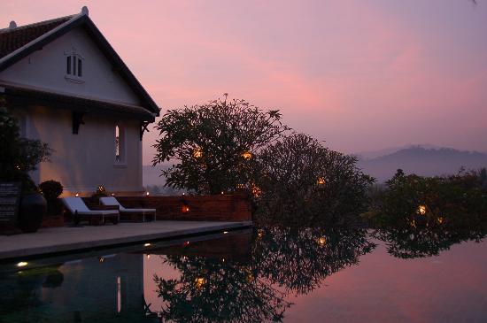 Belmond La Residence Phou Vao: The infinity pool at sunset