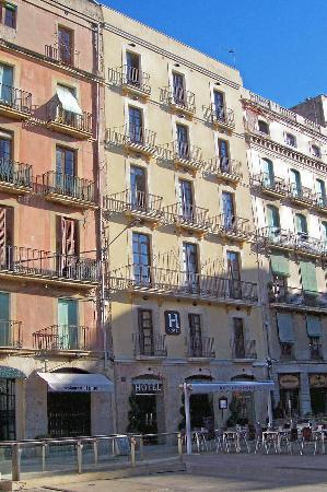 Hotel Placa de la Font: Hotel front view