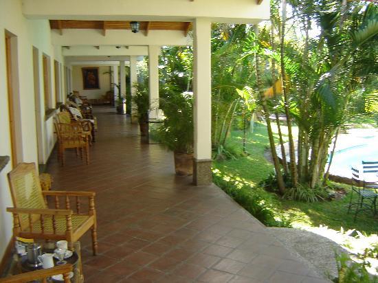Hotel Dos Mundos Photo