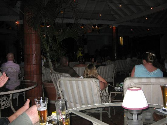 Rendezvous Resort : Terrace Bar stage and lounge area