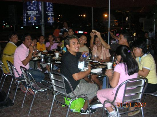 SM Mall of Asia: Dinner time at the bayside (fresh seafoods to be cooked right there & then)